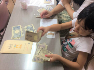 大阪府大阪市立小学校にて「オンライン 私たちの生活にかかるお金」